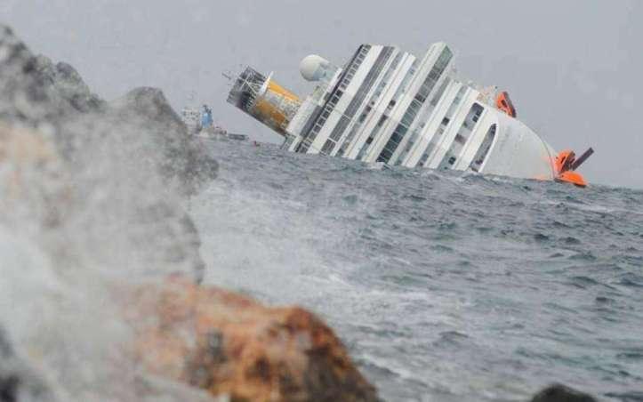 Gennaio---La-nave-da-crociera-Concordia-affonda-al-Giglio-per-un-errore-di-manovra-32-morti