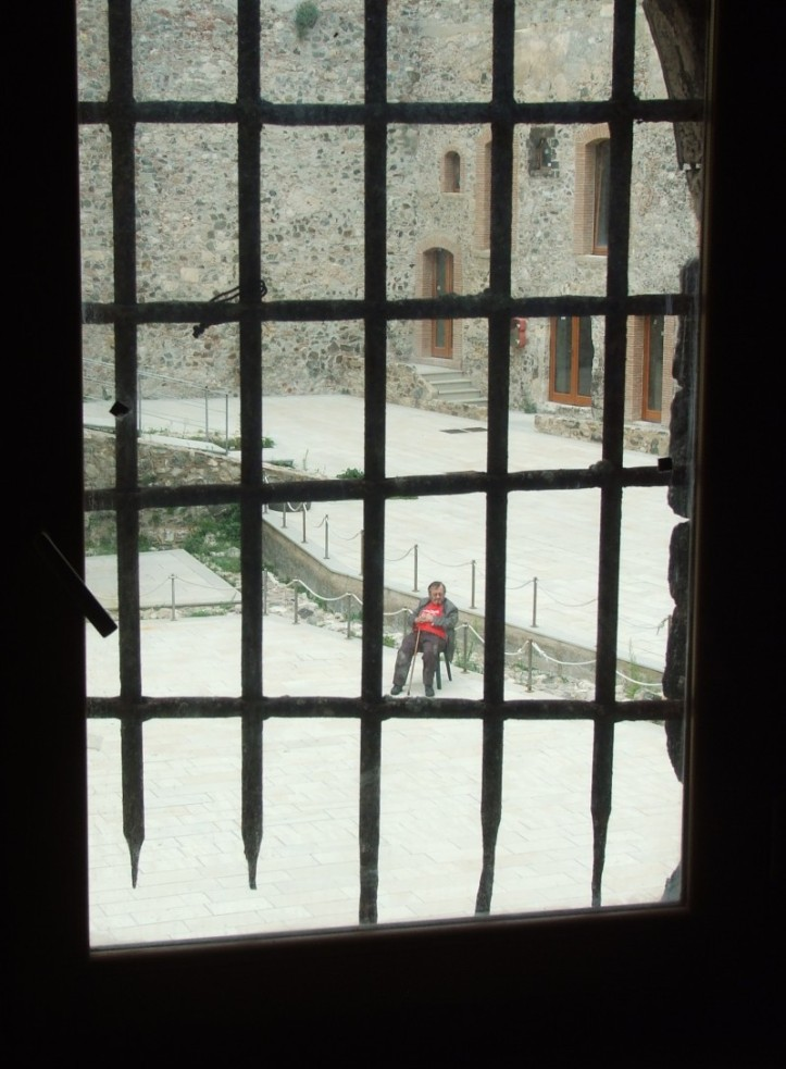 Riccardo Orioles di buon mattino mentre si iniziava l'allestiomento di #sbavaglio - foto di Sebastiano Gulisano @almostblue58